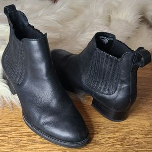 Ariat classic style Black ankle boot size 10b